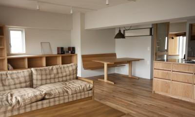 リビングとダイニング|AShouse 所蔵する本の数が多い家族のマンションのリノベーション