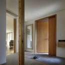 House-H Renovation / 築40年木造住宅のリノベーションの写真 玄関