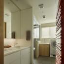 House-H Renovation / 築40年木造住宅のリノベーションの写真 洗面所