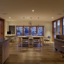 House-H Renovation / 築40年木造住宅のリノベーションの写真 ダイニングキッチンとテラス