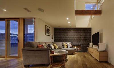 リビングと暖炉|House-H Renovation / 築40年木造住宅のリノベーション