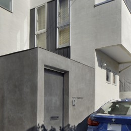 中野のSOHO / ツーバイフォー住宅のリノベーション (門扉)