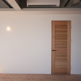 private villa nook (シャワールームとバルコニーと一粒の照明)