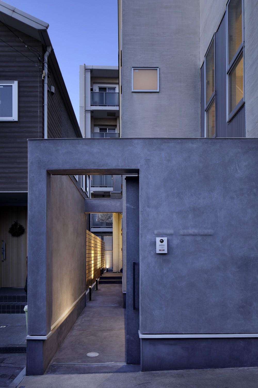 中野のSOHO / ツーバーフォー住宅のリノベーション (アプローチ)