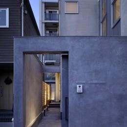 中野のSOHO / ツーバイフォー住宅のリノベーション (アプローチ)