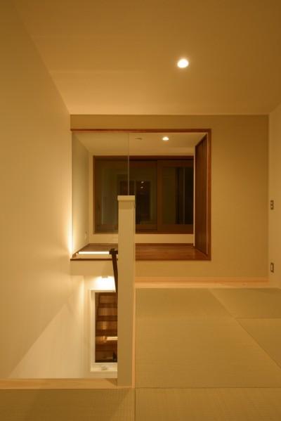 小上がりのある3階和室 (光と風が通り抜ける下町の立体長屋)