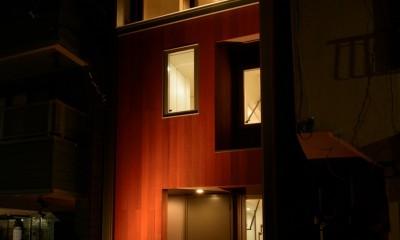 光と風が通り抜ける下町の立体長屋 (街を照らす建物照明)