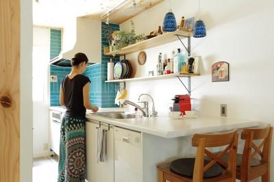 キッチン (こだわりのインテリアがつまった心地良いリビング空間に)