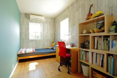 ベッドルーム (こだわりのインテリアがつまった心地良いリビング空間に)