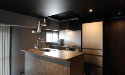 キッチン|ダークカラーを基調とした大人かっこいい東京リノベーション