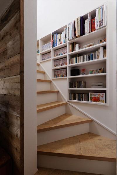 階段 (S邸_スープも冷めない距離で暮らす)