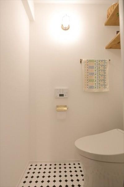 トイレ (Life with My Home ー居心地のいい家が、生活の基盤ー)