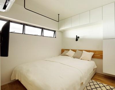 リビングからの空気が流れる室内窓 (デザインと実用性、広さと収納力。こだわりどころにメリハリをつけて、満足度は満点に。)