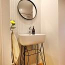 デザインと実用性、広さと収納力。こだわりどころにメリハリをつけて、満足度は満点に。の写真 スタイリッシュなデザインの廊下洗面