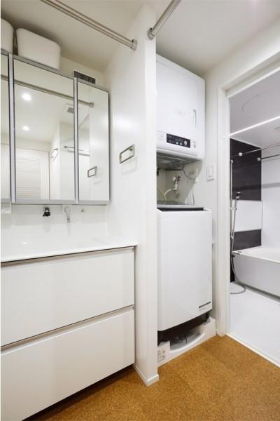 家族だけのサニタリールーム (デザインと実用性、広さと収納力。こだわりどころにメリハリをつけて、満足度は満点に。)
