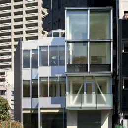 Y字路-道筋に建つ家