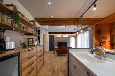キッチン (カフェのようにくつろげるリビングダイニング)