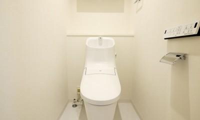 大理石調カウンターのL型キッチン (トイレ)
