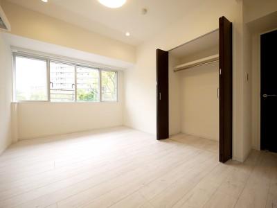 洋室 (大理石調カウンターのL型キッチン)