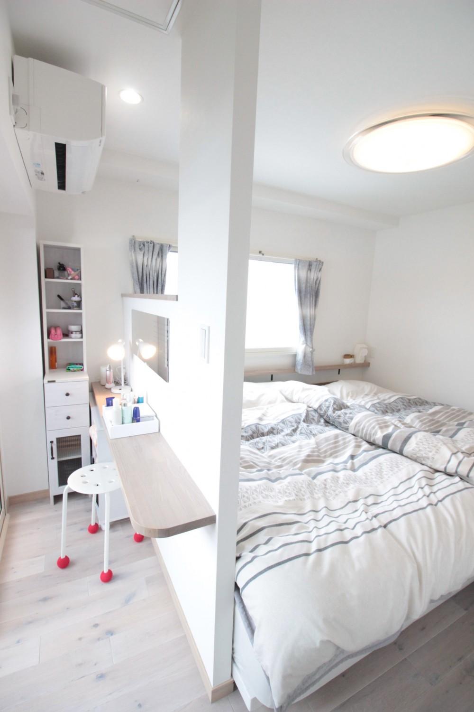 こだわりいっぱいのキッズスペース&キッチン! (奥様専用お化粧スペースのある寝室)
