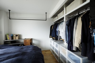 """オープン収納のある寝室 (LDKで過ごす """"家族時間"""")"""