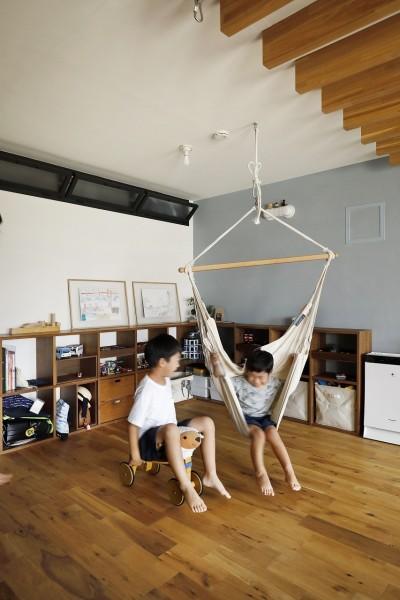 """遊び場は将来の子供部屋 (LDKで過ごす """"家族時間"""")"""