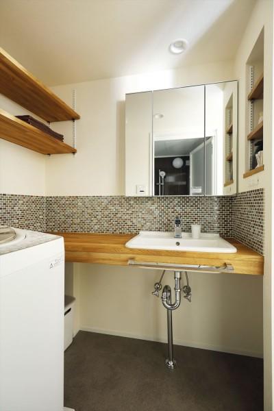 洗面スペース (T邸_cozy stylish room ~こだわりの快適な部屋~)