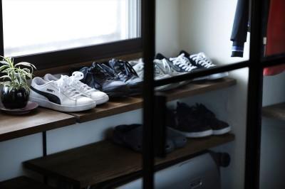 玄関収納 (T邸_cozy stylish room ~こだわりの快適な部屋~)