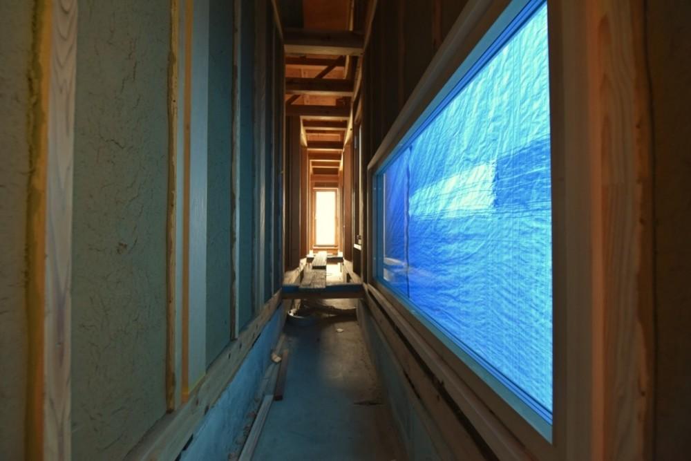 愛知の土壁[工事中] (光と風の抜ける廊下)