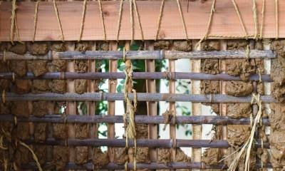 愛知の茅葺き再生[工事中] (竹も土も再利用する)