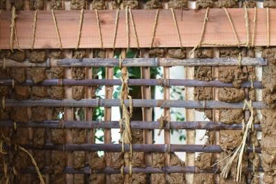 竹も土も再利用する (愛知の茅葺き再生[工事中])