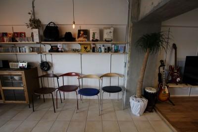 壁面収納 (施主の趣味や生活が垣間見える「週末自宅レストラン」~Y様邸~)