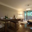 気品あふれる空間へ luxury modern styleの写真 リビングダイニング