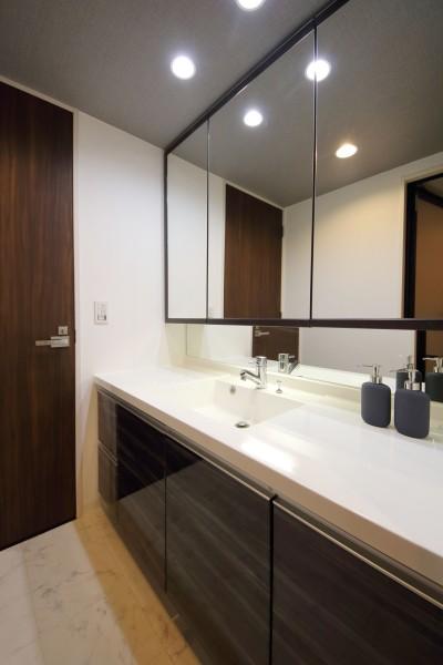 洗面スペース (気品あふれる空間へ luxury modern style)