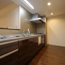 気品あふれる空間へ luxury modern style (キッチン)