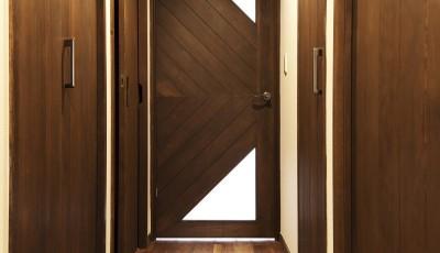リビングドア (「中古マンション」のイメージを覆す天然無垢材のリビング~R様邸~)