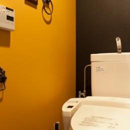 壁と床だけでこれだけ変わる! アイデアあふれる築浅リノベ~K様邸~ (トイレ)