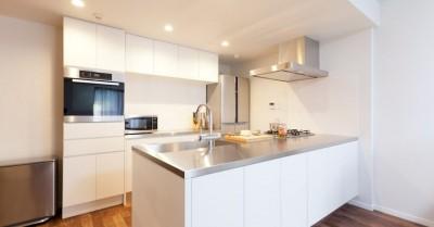 キッチン (無垢材にホレた夫婦が住まう「料理がしたくなる家」~L様邸~)
