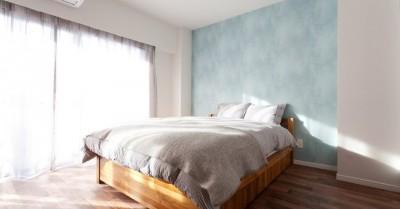寝室 (無垢材にホレた夫婦が住まう「料理がしたくなる家」~L様邸~)