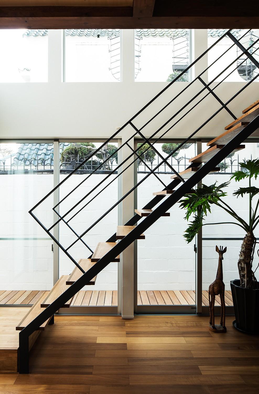House S (スチール階段)