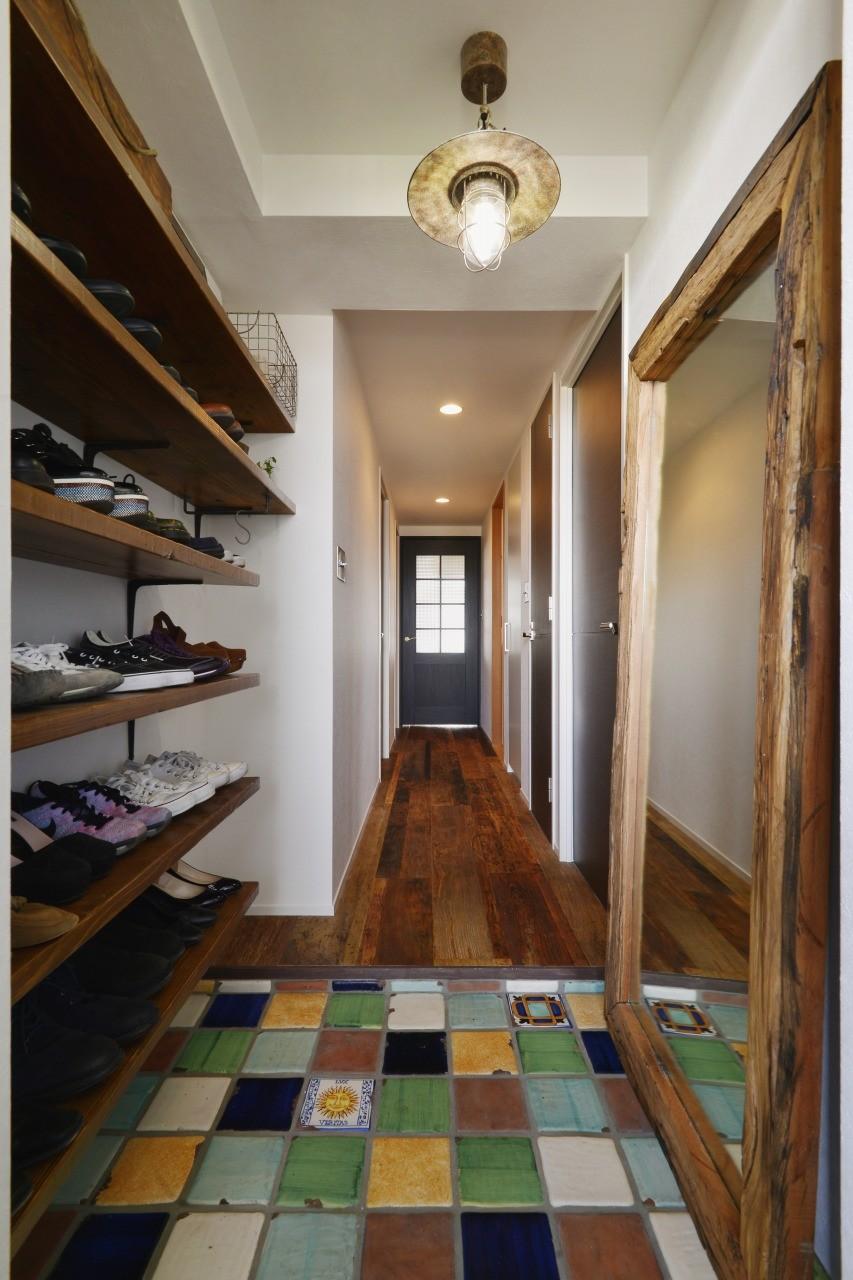 「好き」を詰め込んだ わたしが癒される空間創り。 (よくあるマンションの玄関とは大違い。)