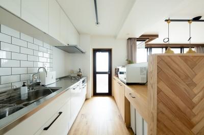 キッチン (家族が自然と集うLDKの家)