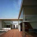 【フラッツ5+1】  − オーナー3住戸+賃貸2戸+アトリエの複合建築の写真 2階 ウッドデッキテラス