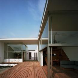 【フラッツ5+1】  − オーナー3住戸+賃貸2戸+アトリエの複合建築 (2階 ウッドデッキテラス)