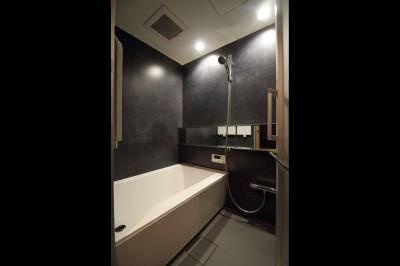 バスルーム (【モノトーン】×【アジアで見つけたビンテージ家具】でつくる東南アジアのリゾートホテル)