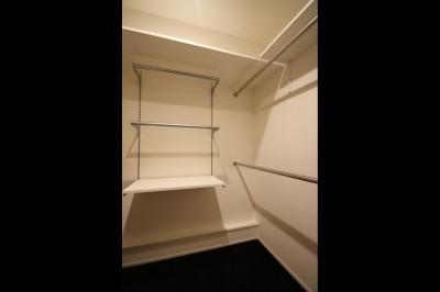 WIC (【モノトーン】×【アジアで見つけたビンテージ家具】でつくる東南アジアのリゾートホテル)
