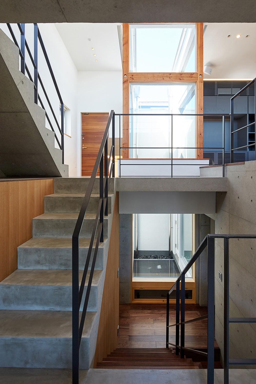 丘の上の家 (階段)