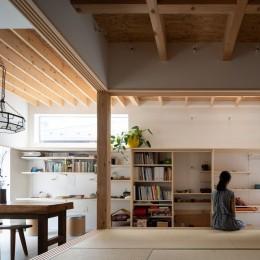 椿庵 ― 茶室のある旗竿敷地の住宅 ― (障子を開け放つと土間と連続する和室)