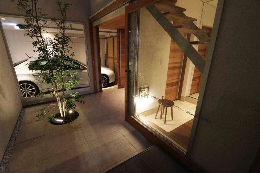バサロ計画「中庭を中心とした二世帯、ガレージハウス」