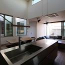中庭を中心とした二世帯、ガレージハウスの写真 キッチン
